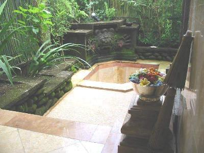 Barong Cottage Outdoor Bathroom