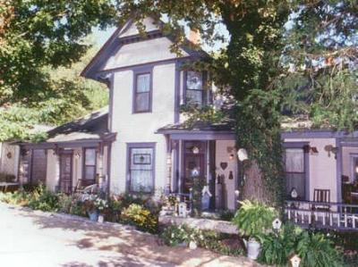 11 Singleton House Bed & Breakfast - 27th Season!, Eureka Springs, Arkansas, Romantic
