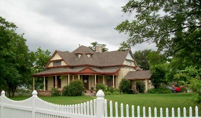 Baker St. Harbour Waterfront Bed & Breakfast , Granbury, Texas, Romantic