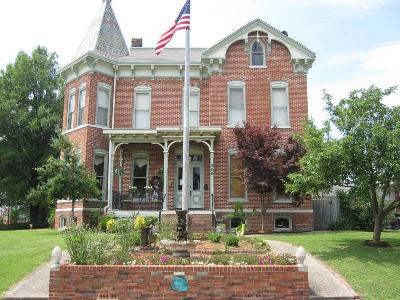 Summers Riverview Mansion Bed and Breakfast, Metropolis, Illinois, Romantic