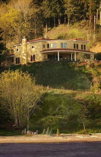 The Villa at Little Cape Horn, Cathlamet, Washington